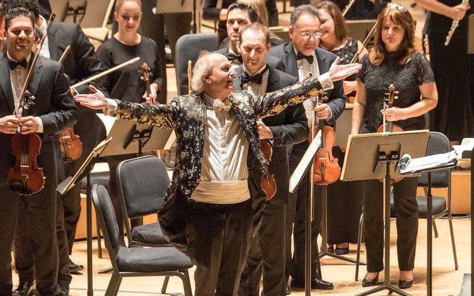 Eduardo Marturet interrumpe su concierto para dirigir unas palabras a Venezuela