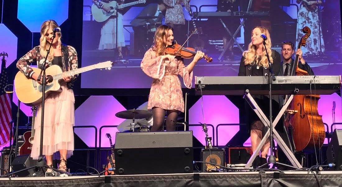 Lauren Conklin recorre las fronteras de los géneros musicales con su violín