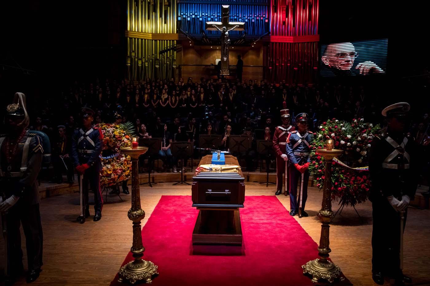 Con homenaje, cientos de músicos despiden al maestro José Antonio Abreu