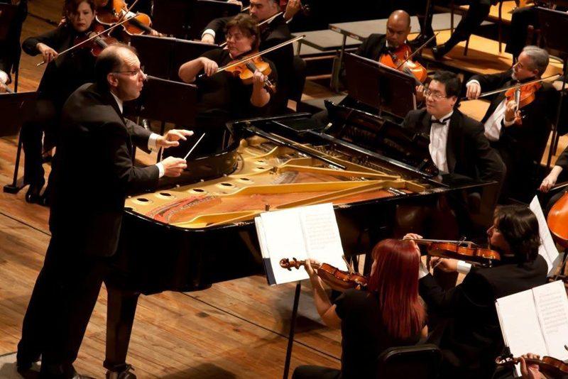 Rodolfo Saglimbeni dirige a la OSMC en el cierre del Festival Pasado y Presente