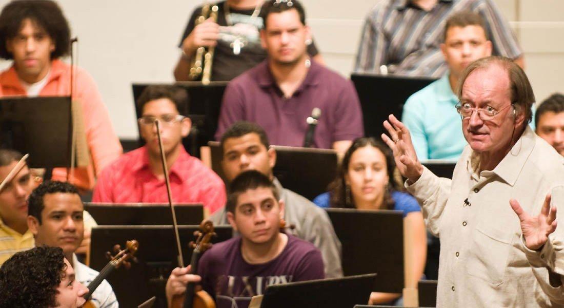 Escuela para el oído con Nikolaus Harnoncourt y la Sinfónica Juvenil Simón Bolívar