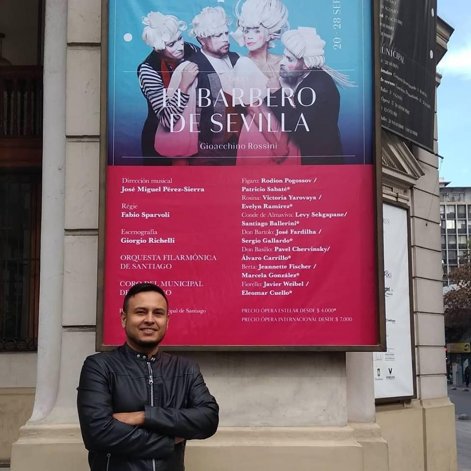 Álvaro Carrillo representa a Don Basilio en el Barbero de Sevilla en Chile