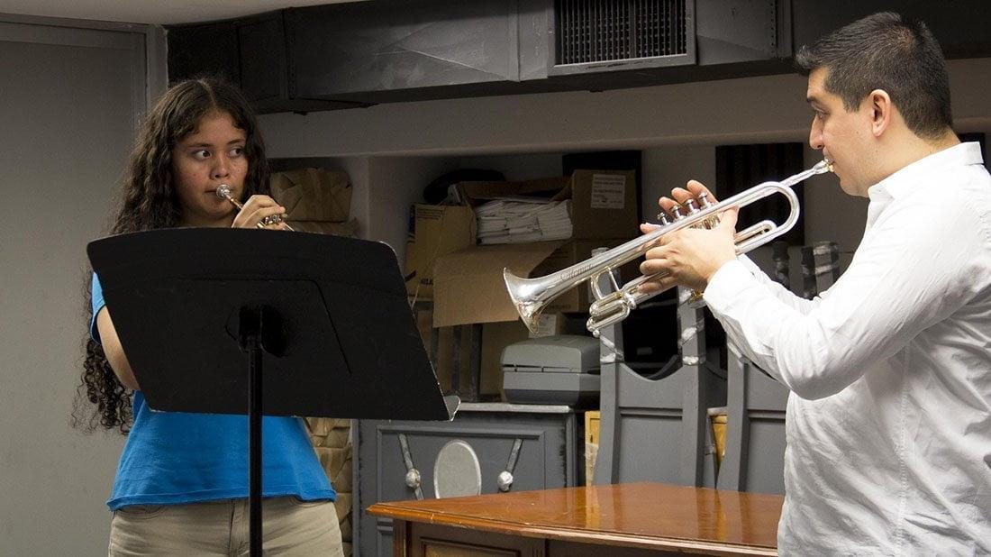 El trompetista venezolano, Pacho Flores trabajó con miembros del Sistema Sonemos y de la Orquesta Escuela Carlos Chávez