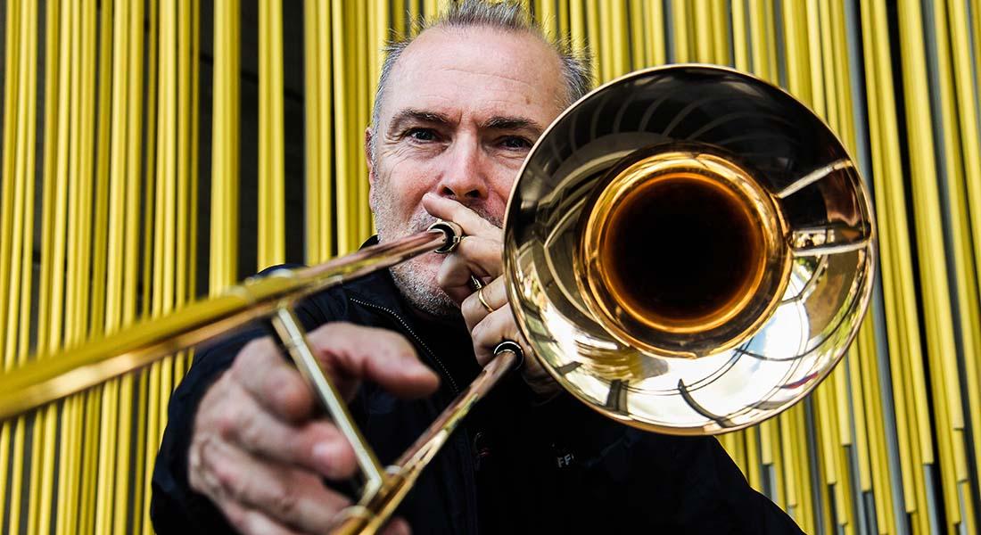 Trombonistas venezolanos aprenden con ganas y motivación, afirma el afamado trombonista francés Jacques Mauger
