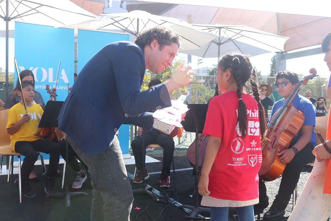 Orquesta Juvenil de Los Ángeles (YOLA) llega a escuela chárter para empoderar la educación de los pequeños