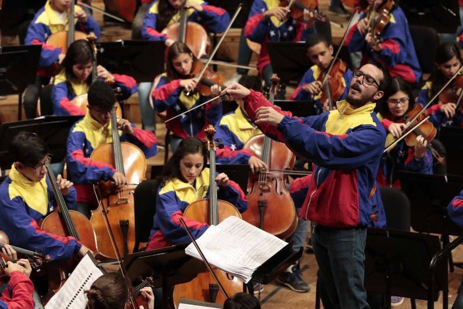 La Sinfónica Simón Bolívar de Venezuela celebra los 44 de El Sistema bajo la batuta de Andrés Ascanio