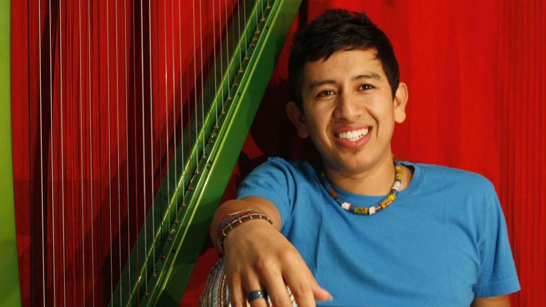 Edmar Castañeda «El virtuoso del arpa en formato de trío»