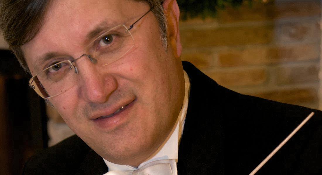 Maestro Américo Caretti alza su batuta frente a la Sinfónica de Falcón