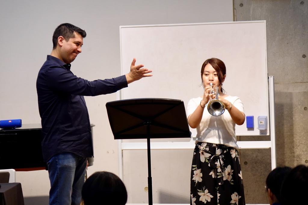 Pacho Flores es ovacionado y aclamado en Japón
