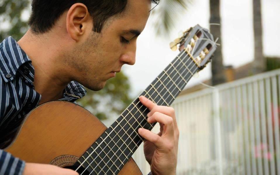 Aureo Puerta Carreño presenta un nuevo método: Música para guitarra compuesta mediante diseños geométricos