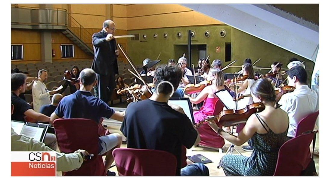 Directores de orquesta de todo el mundo aprenden a dirigir sin batuta