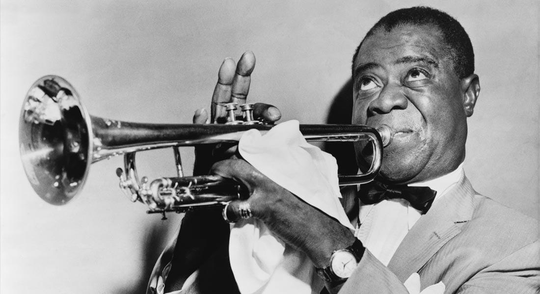 Louis Armstrong quien antes de metamorfosearse en cisne innovador del jazz fue patito feo