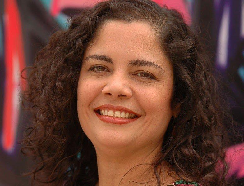 Fabiola José tributa lo femenino en Cantora