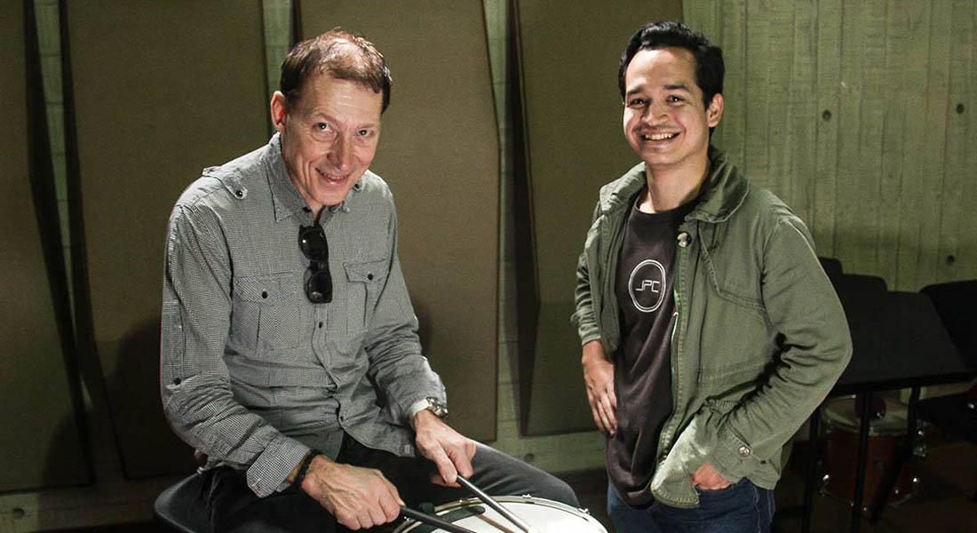 Roger Carlsson mira con asombro el nivel profesional de nuestros percusionistas