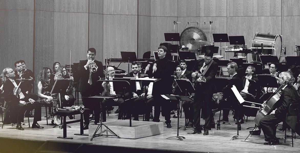 """Pacho Flores presenta su nuevo CD-DVD """"Cantos y Revueltas"""""""