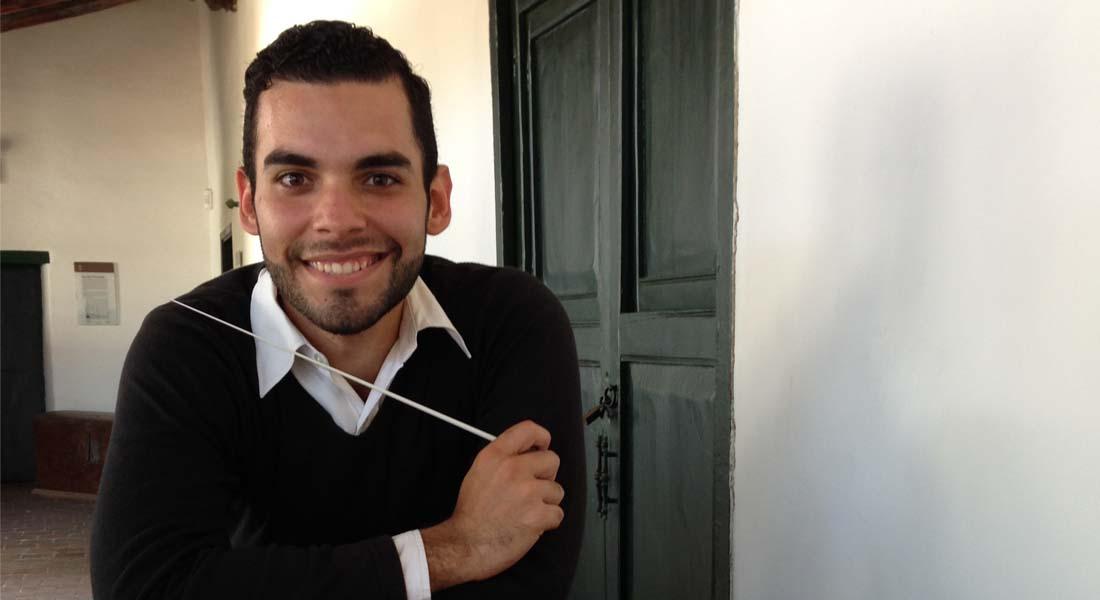 Cruz Arguelles dirige la Orquesta Sinfónica de Falcón