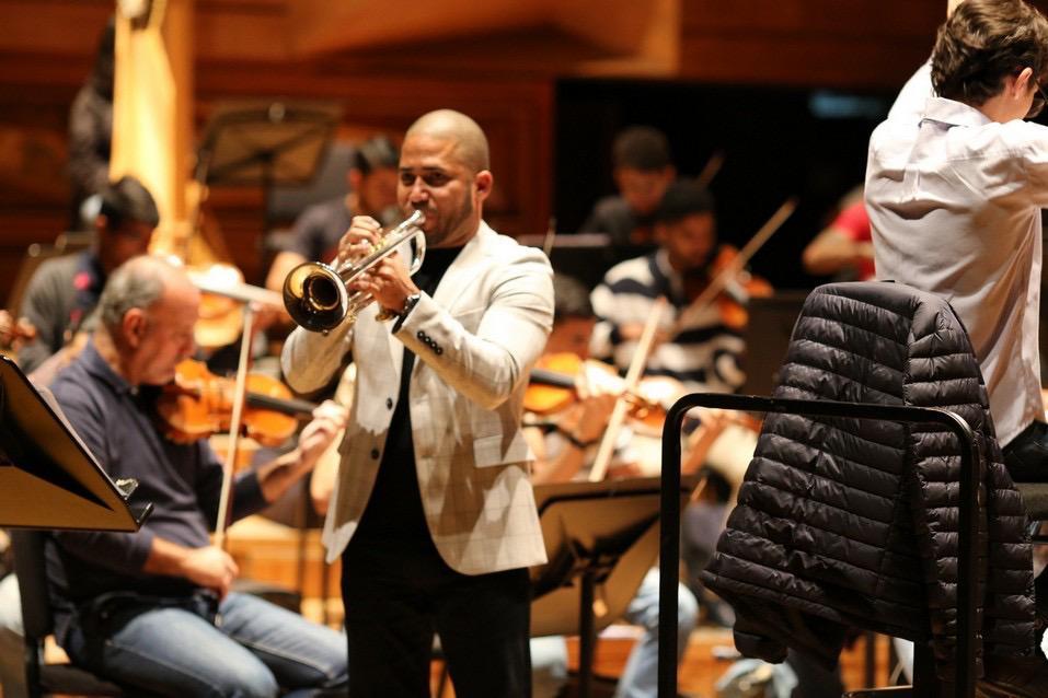 Yturvides Vilchez y la Sinfónica Simón Bolívar celebran la música de Arturo Sandoval