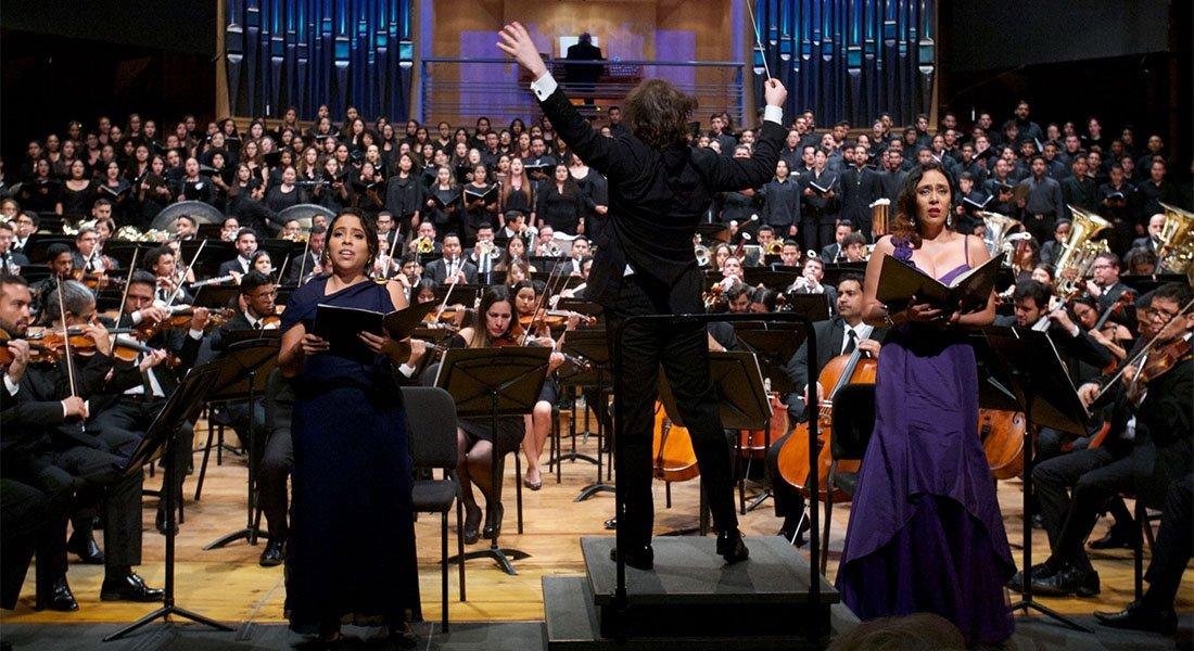 """La Orquesta 45 Aniversario experimentó """"La Resurrección"""" al estilo de Mahler"""